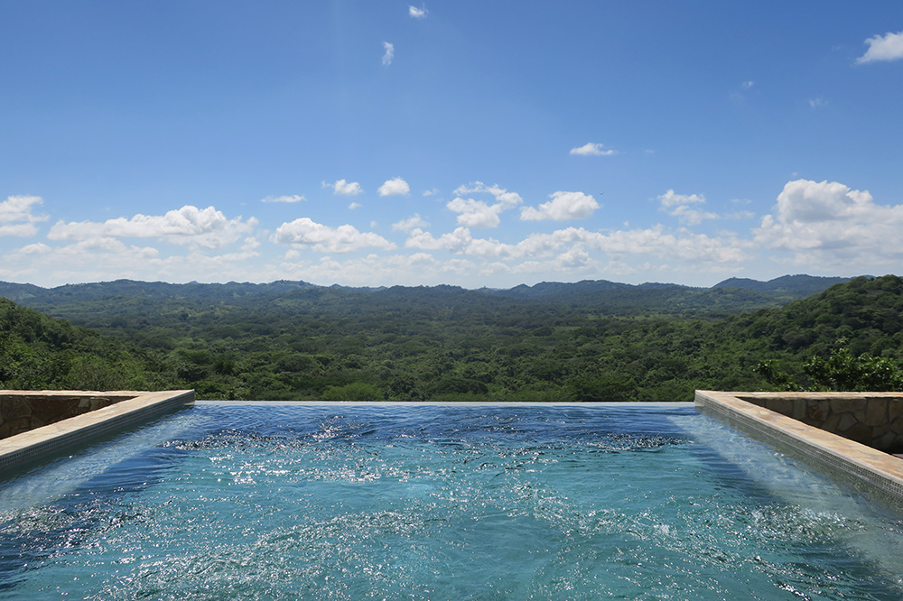 The infinity pool of La Residencia Doña Theresita at Nekupe in Nandaime, Nicaragua
