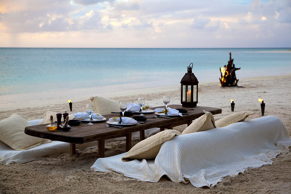 Dinner on the beach in Antigua © Rosewood Jumby Bay