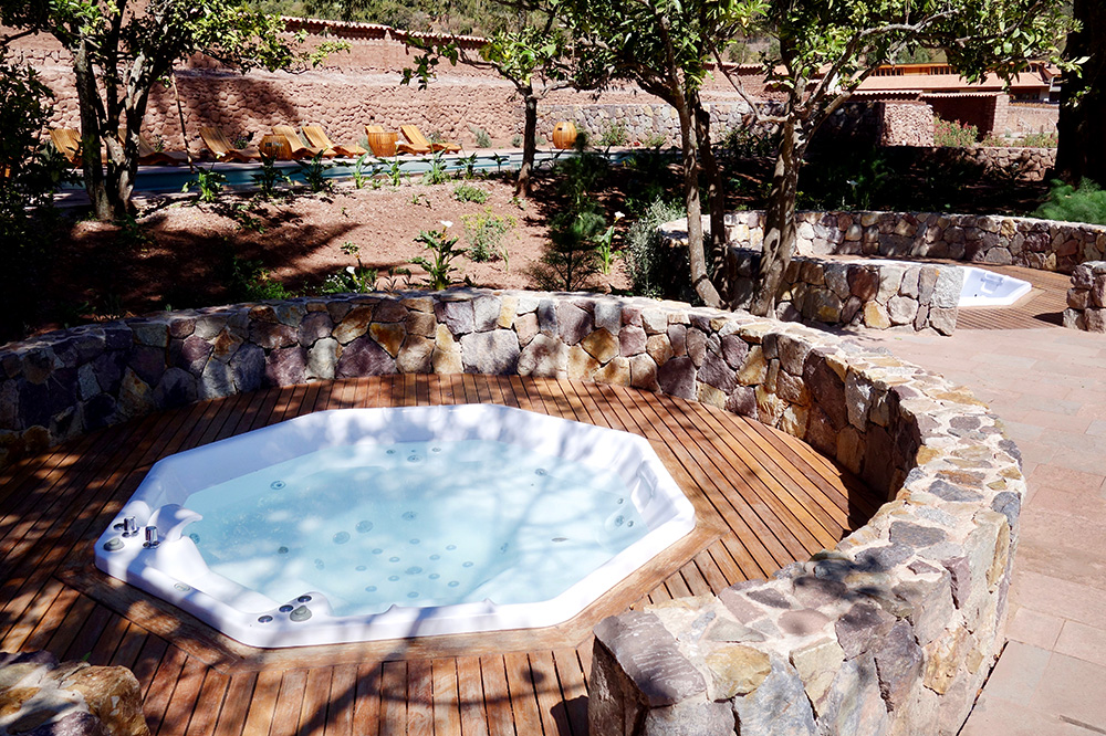 The hot tub at the Spa Pumacahua Bath House at explora Valle Sagrado