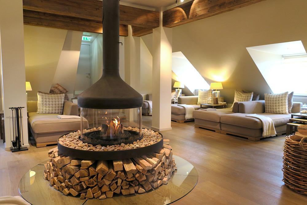 The spa lounge at the Fairmont Hotel Vier Jahreszeiten