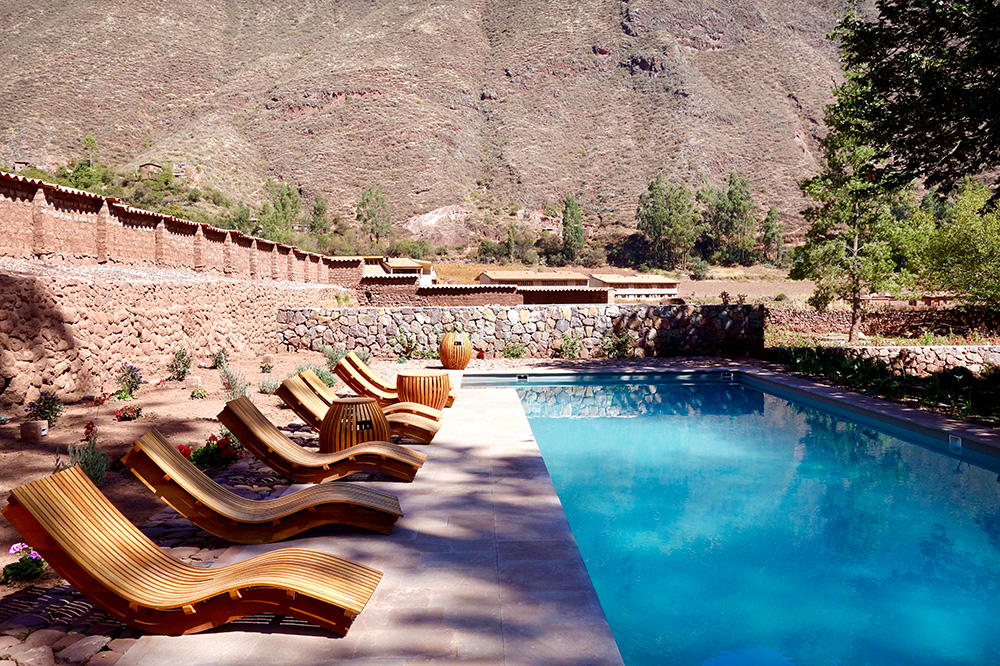 The outdoor pool of the Spa Pumacahua Bath House at explora Valle Sagrado