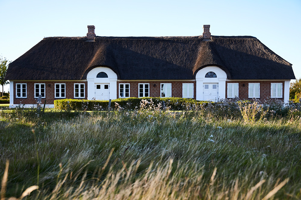 The exterior of the Staldgaarden building at Henne Kirkeby Kro in Henne, Denmark