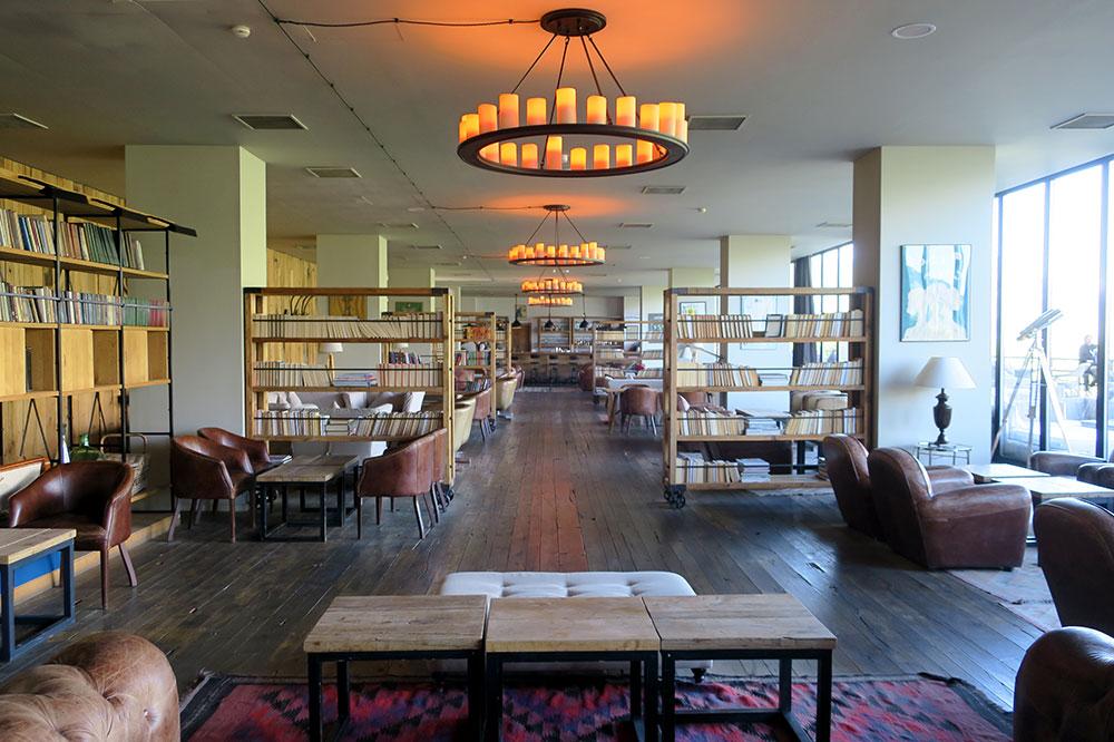 The library-lounge at Rooms Hotel Kazbegi