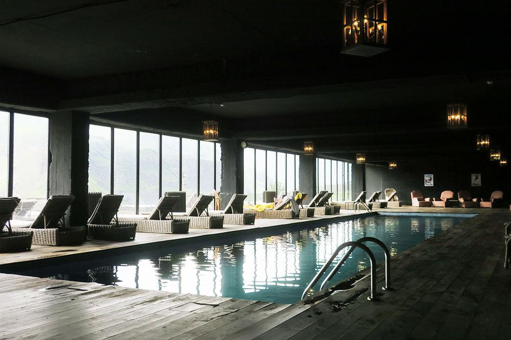 The pool at Rooms Hotel Kazbegi