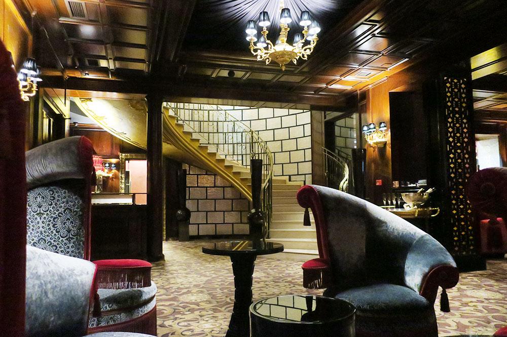 The <em>Flamingo Lounge</em> at the Ambassadori hotel