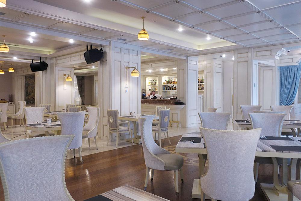 Dining room of the restaurant at the Ambassadori hotel