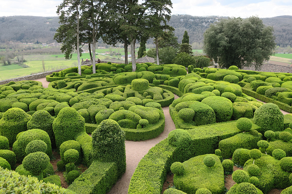 Paths run through 150,000 century-old boxwoods at Les Jardins de Marqueyssac - Photo by Hideaway Report editor