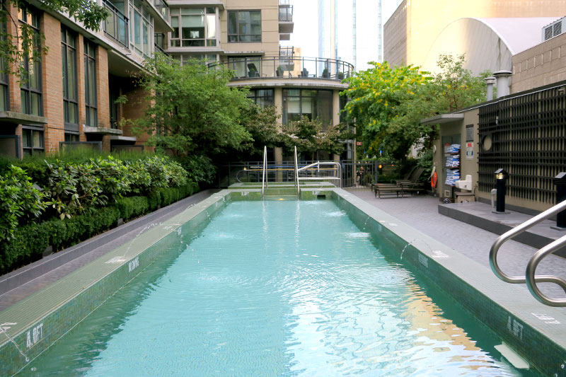 Pool at L'Hermitage Hotel - Photo by Hideaway Report editor