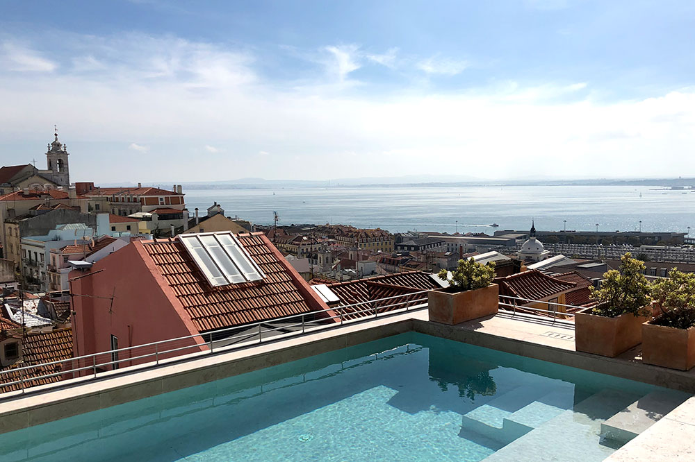 The rooftop pool at Verride Palácio Santa Catarina in Lisbon, Portugal - Photo by Hideaway Report editor