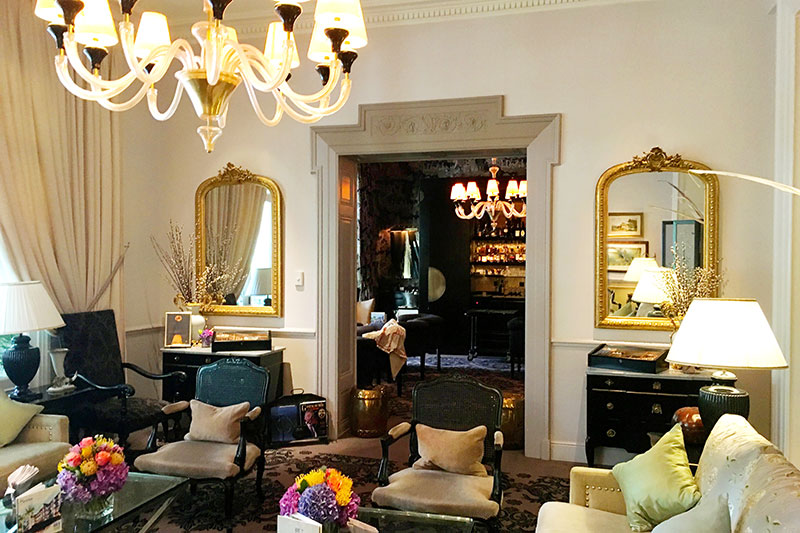 Lounge and bar at Grand Hôtel du Lac - Photo by Hideaway Report editor