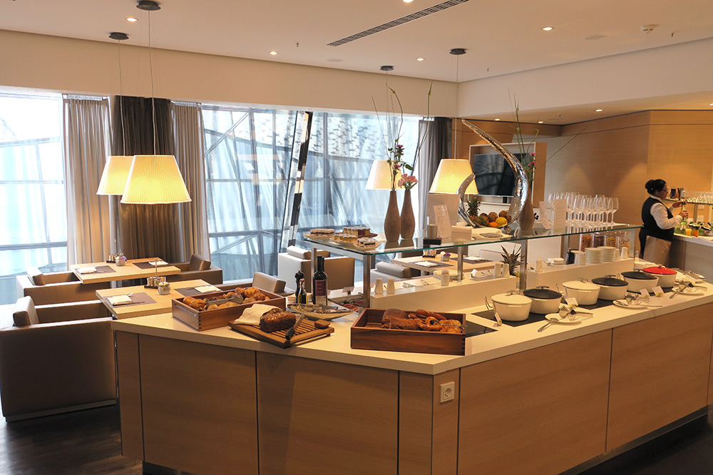 The breakfast buffet in the club lounge at The Westin Hamburg